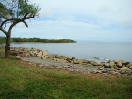 Small house 25mts from the beach, titled, Azuero P