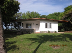 Mountain home in Las Lajas