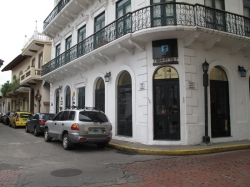 Spacious loft with view for rent in beautiful historical Casco Antiguo building
