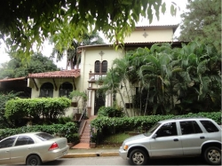 Casa Unifamiliar en la Cresta de tres niveles