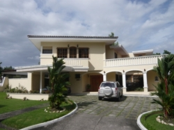 Large two story house in Las Cumbres