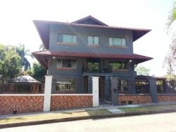 Huge house for rent in Albrook