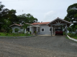 3 Bedroom Modern Home with Pool on 1/2 acre lot in Gated community in Chorrera