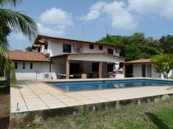 Single Family home with swimming pool and great commercial Potential, for sale in Gorgona