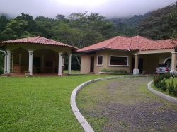 Spacious and comfortable house for rent in Altos del Maria