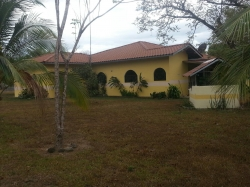 Country home on over 1 hectare in Cochea Abajo near David