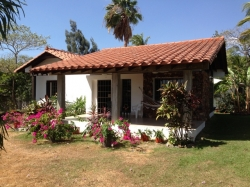Beautifully-appointed, fully-furnished, 1 bedroom cottage within walking distance of the Beach