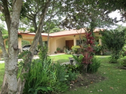 Tropical Mountain Jewel in Picturesque El Valle de Ant�n