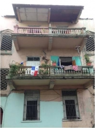 Building with 6 apartments for sale in Casco Viejo (Santa Ana)