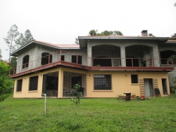 Almost-finished beautiful house in Jaramillo, Boquete, with great views and generous layout