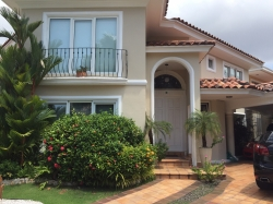 5 bedroom single family house with pool in Costa del Este
