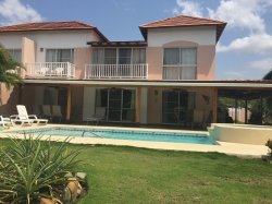 Large Townhouse in the Popular Decameron Resort