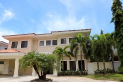 Luxury home with 4 bedrooms available for rent in Gated Community of Costa del Este