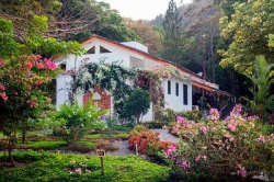 Spanish-style house with guest house in Altos del Maria
