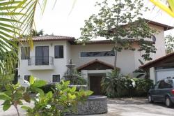 Mini estate in gated community near Boquete