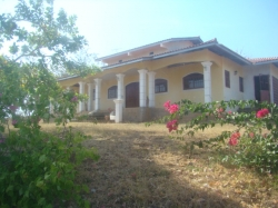 VERY NICE COUNTRY HOUSE OF 1 HECTARE