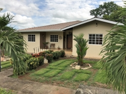 Comfortable family home near shops and hospitals in David