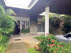 Single family home on large lot conveniently located in El Carmen, Panama City