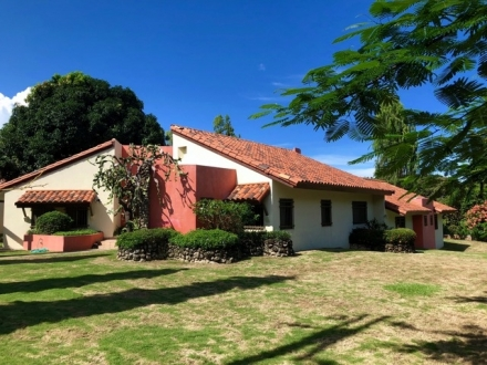 Charming 3 bedroom, home with swimming pool in the Golf club of Coronado for rent